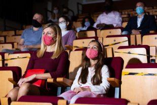 salle-spectacle-masque-JackF-AdobeStock_396276856-600x400