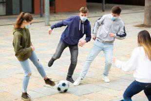 Jeunes-banlieue-masque