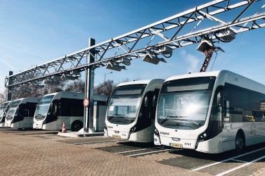 Système de chargeur standardisé testé sur des bus électriques articulés à Barcelone.