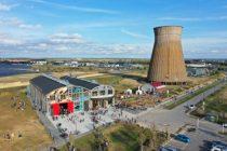 À Colombelles dans le Calvados, dans une friche industrielle rénovée (3 000 m2), le WIP accueille des bureaux et ateliers partagés, des espaces de réunion et de formation, une résidence artistique, un bar-restaurant, etc.
