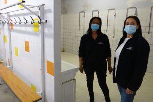 Catherine Lafon et Aicha Larbi sont agentes d'intervention à l'accueil des douches municipales du gymnase Ruffi à Marseille