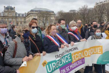 Plusieurs élus locaux manifestent lors de la marche pour le climat du 28 mars dernier à Lille, dont  Christopher Liénard,  Adjoint au maire aux urgences écologiques et à l'aménagement de Faches Thusmesnil, l'un des 169 signataires de cette tribune.