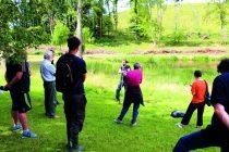 Sur le territoire de Vernet-Chaméane (Puy-de-Dôme), élus, agriculteurs, forestiers, techniciens et membres d'associations participent à une démonstration. Si la zone est recouverte à plus de 50 % par des plantes hygrophiles, elle est identifiée comme humide.
