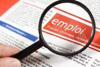 Loupe qui grossit des offres d'emploi