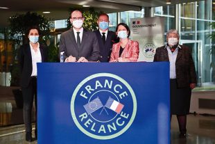La présidente (PS) de la métropole de Nantes, Johanna Rolland, a signé un CRTE le 26 février avec Jean Castex, en présence de Jacqueline Gourault.