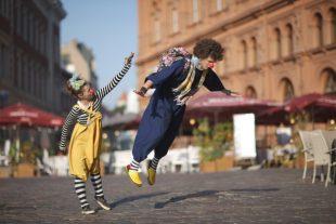 spectacle-rue-Anna Jurkovska-AdobeStock_72497331