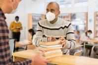 bibliotheque-masque-JackF-AdobeStock_405931849