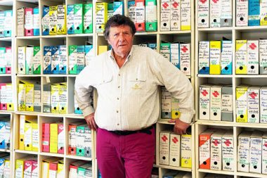 Jean Viard, sociologue et directeur de recherches CNRS au CEVIPOF, Centre de recherches politiques de Sciences Po dans ses locaux des Editions de l'Aube ˆ la Tour d'Aigues (84)
