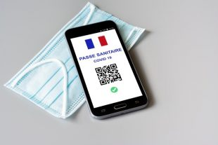 pass sanitaire-Léna Constantin-AdobeStock_438005998
