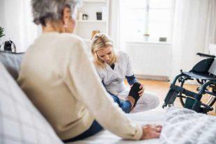 Aide a domicile - Halfpoint - adobestock.com