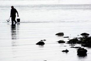 pêcheur à la plage