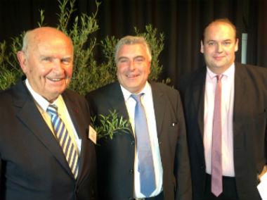 Yvon Bonnot, maire de Perros-Guirec et président de l'Anel de 2003 à 2012 - Frédéric Cuvillier, ministre délégué aux transports, à la mer et à la pêche -Jean-François Rapin, maire de Merlimont et nouveau président de l'Anel (de gauche à droite )