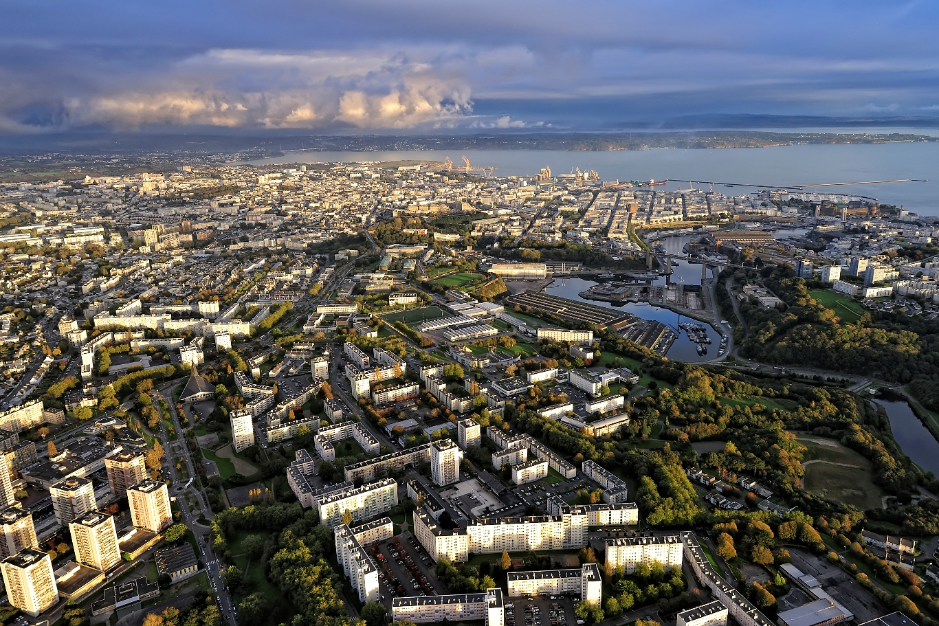 Gouvernance, infrastructures, investissements : quels enjeux pour les métropoles