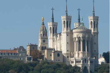 Basilique_de_Fourviere_from_Saone_(Lyon)