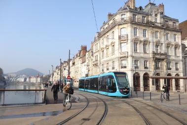 Regards croisés sur les tramways français et chinois