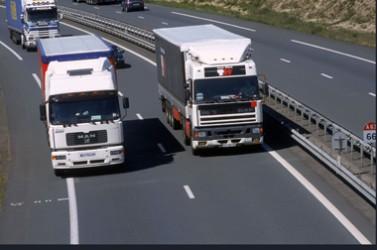 Camions sur autoroute