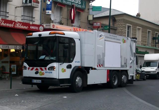 camion poubelle de Suez à Colombes
