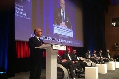 Face à la radicalisation, le gouvernement veut renforcer la réponse publique