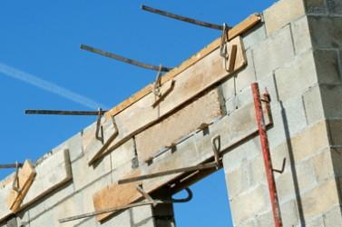 Coffrage dans un chantier de construction