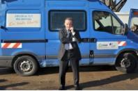 Henri Proglio, Président Directeur Général du groupe EDF, visite des équipes de la filiale ERDF, chargée de la distribution de l'électricité, le 2 mars 2010, après le passage de Xynthia à La Rochelle.