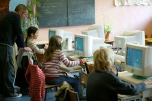 Education salle de classe primaire ordinateur