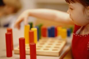 Petit enfant qui joue