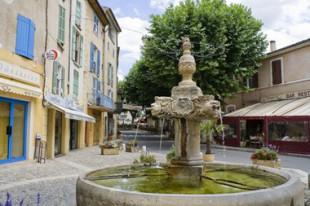 Pl;ace du village