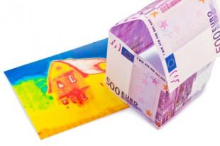 Haus aus Eurogeldscheinen und Infrarotbild
