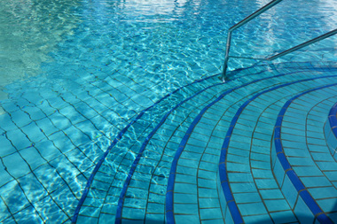 Calais : restriction discriminatoire de l'accès à la piscine ?