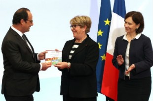 François Hollande, avec Danielle Bousquet, présidente du HCE, et Laurence Rossignol, ministre des familles, de l'enfance et des droits des femmes