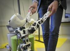 Projet Poppy éducation, plateforme de robotique humanoïde et open source en Aquitaine.