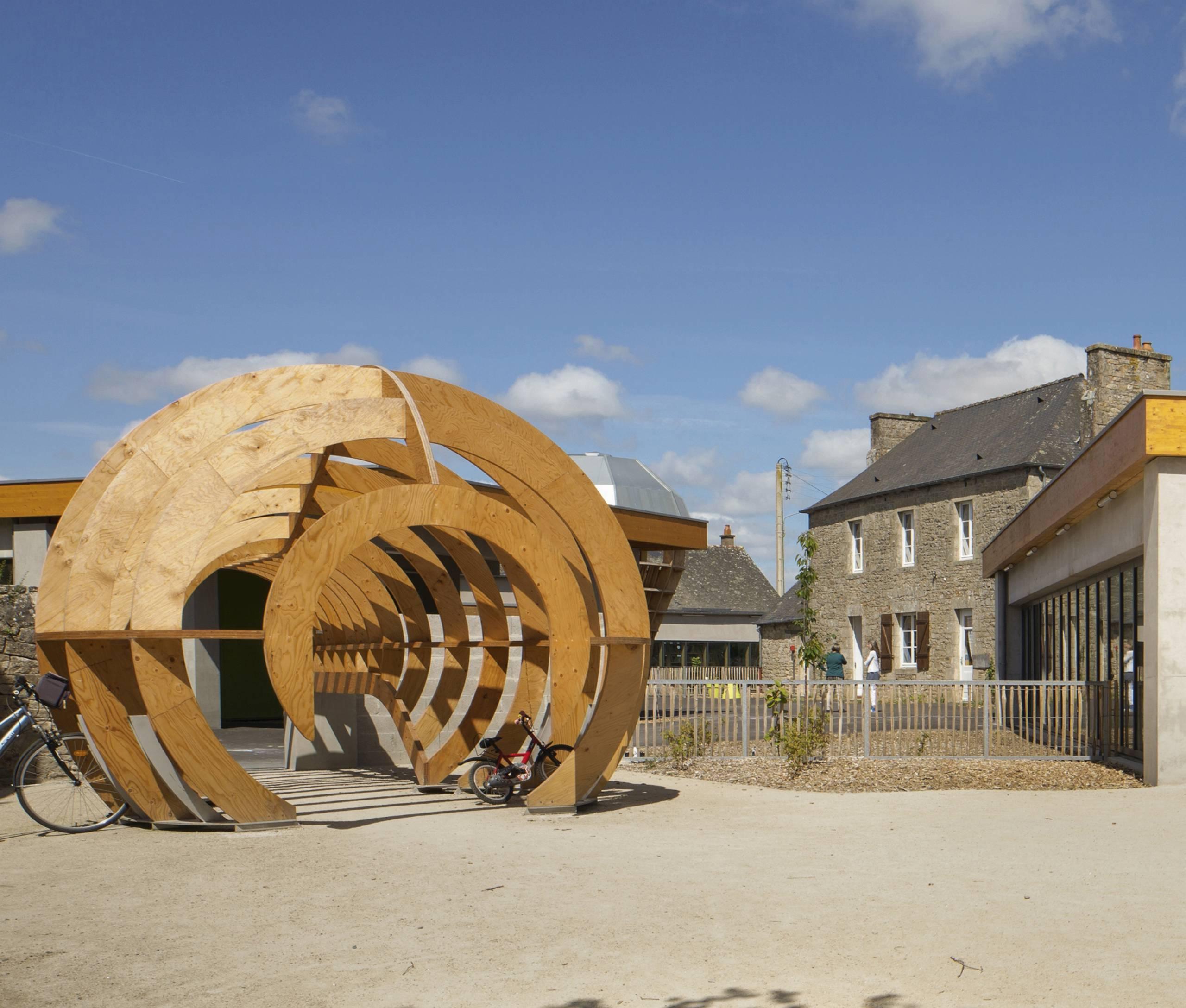 A Trébédan, l'école « œuvre d'art » Le Blé en herbe, en partie financée par la Fondation de France, a ouvert ses portes en septembre 2015.