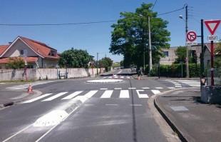 Constatant que trop de signalisation amoindrissait la vigilance, la métropole de Bordeaux a fait le choix de transformer nombre de ses carrefours en giratoires.