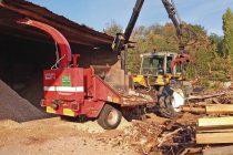 Dans le PNR du Pilat, des hangars permettent de stocker les plaquettes pour qu'elles sèchent et puissent être utilisées par les chaufferies bois.