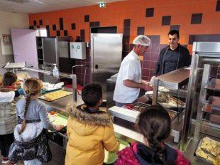 A Cazouls-lès-Béziers, des cuisiniers ont été recrutés : Thierry Flores, responsable de services et Jérôme Mas, chef de cuisine.
