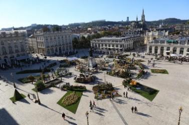 Le jardin éphémère de Nancy de 2015 a été conçu sur le plan de la ville jumelée de Karlsruhe et sur le thème des réseaux.