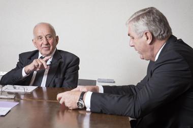 Anicet Le Pors, conseiller d'Etat honoraire et ancien ministre de la Fonction publique (1981-1984), et François Sauvadet, président du conseil général de la Côte-d'Or et ancien ministre de la Fonction publique (2011-2012), réunit pour un face à face sur le statut de la fonction publique.