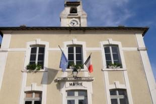 Mairie avec drapeaux