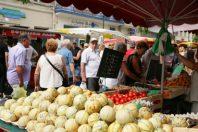 Un marché aux légumes en ville