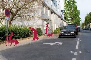 Le stationnement sur les places réservées aux personnes à mobilité réduite