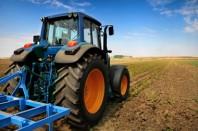 Travail de la terre en tracteur