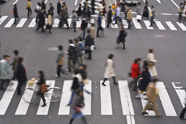 Pietons traversant la route