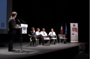 Après l'allocution de Manuel Valls et un débat entre élus, la rencontre d'actualité du Club Prévention-Sécurité s'est clôturée par des échanges entre les professionnels réunis sur l'estrade mais aussi avec le public présent dans la salle.