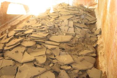 Les boues de la station d'épuration recyclées en céramique et en matériau routier