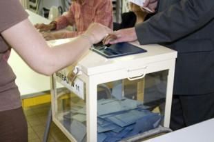 Urne dans bureau de vote