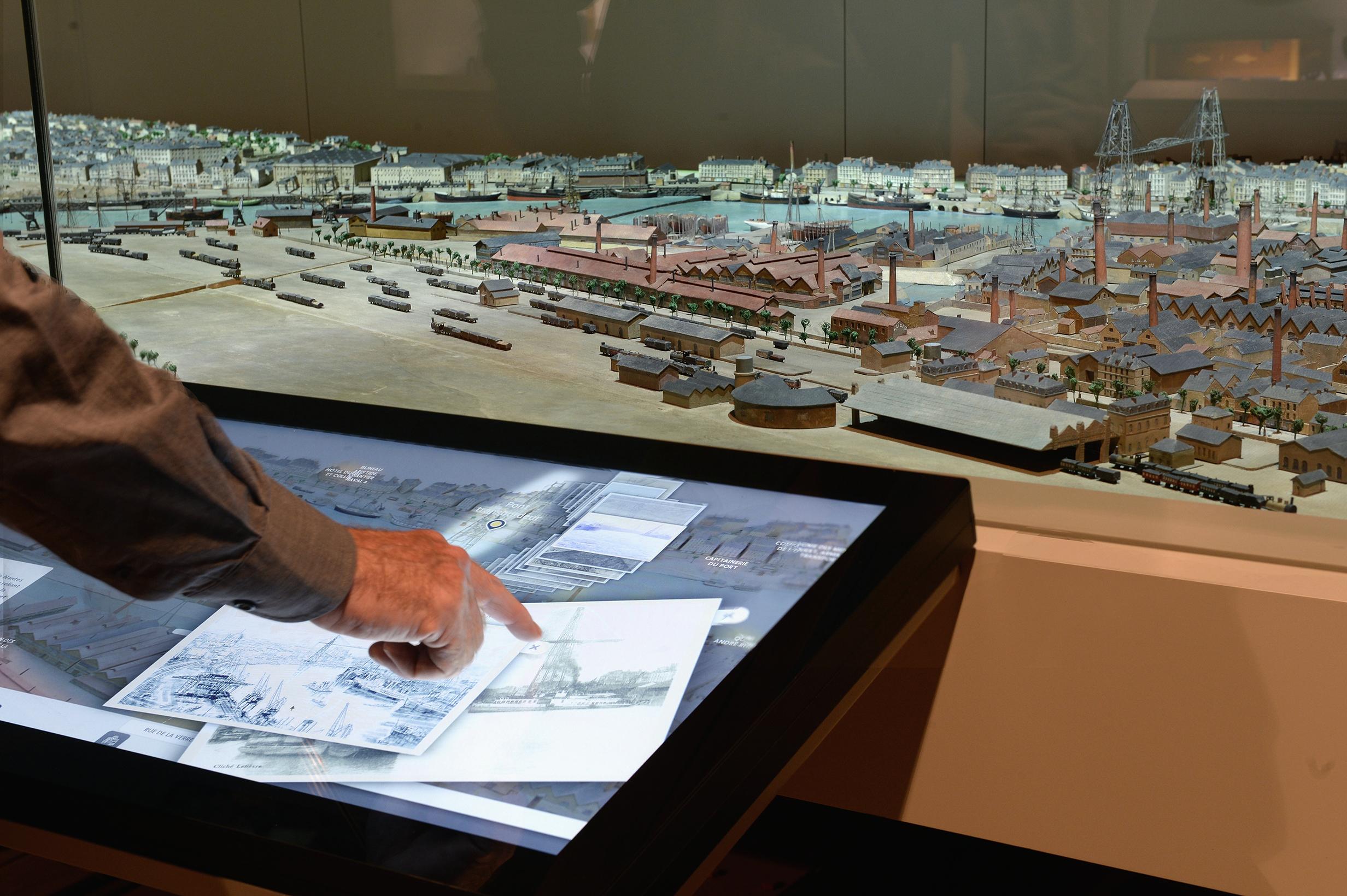 Une maquette valorisée grâce à des écrans « multitouch »