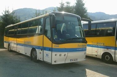 Villard-de-Lans_(38)_-_Autocar_Transisère_-_transporteur_VFD_-_2