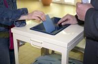 Vote dans un bureau de vote