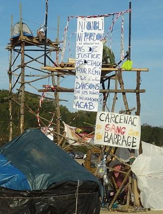 Les occupants des ZAD (ici à Sivens) légitiment d'autant plus facilement le fait d'avoir abandonné les actions de désobéissance civile pour plus de radicalité que, dans bien des cas, ils déconsidèrent la démocratie représentative.