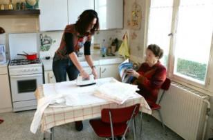 Les aides à domicile  au bord de la rupture